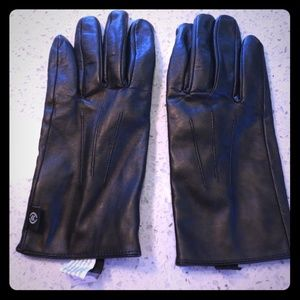 Leather technology compatible driving gloves, used for sale